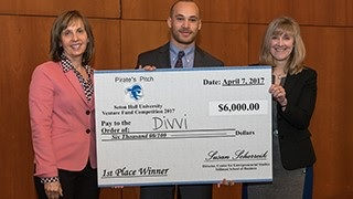2017 Pirate Pitch Winner, David with project Divvi